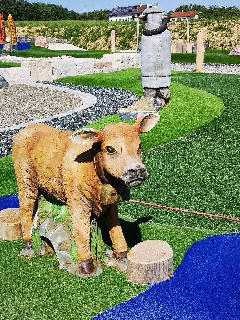 Kuh und Milchkanne